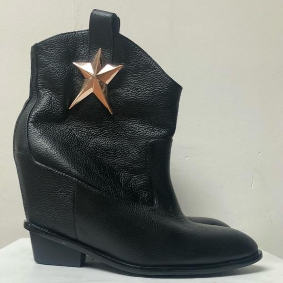 801e3fa1db9d Giuseppe Zanotti Star Cowboy Ankle Boots in Black.  M 5ab167d0a4c485c462cc90f7
